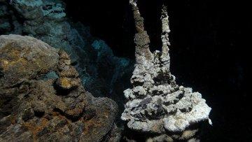 Геотермальные источники «Замок Локи», где были найдены необычные микробы