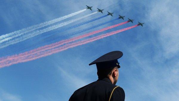 Штурмовики Су-25СМ во время военного парада в ознаменование 70-летия Победы в Великой Отечественной войне 1941-1945 годов. Архивное фото