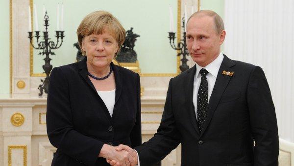 Президент России В.Путин с канцлером Федеративной Республики Германия А.Меркель. Архивное фото