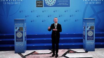 Генеральный секретарь НАТО Йенс Столтенберг на заседании глав МИД стран-членов НАТО. Анталья, 13 мая 2015