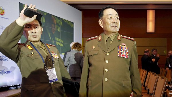 Министр Народных Вооруженных Сил Хён Ён Чхоль во время визита в Москву