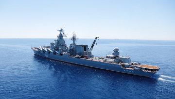 Гвардейский ракетный крейсер (ГРКР) Москва во время совместных военных учений России и Китая в Средиземном море Морское взаимодействие 2015. Архивное фото