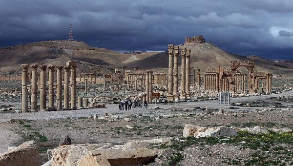 Вид на древнюю цитадель в Пальмире, Сирия. Архивное фото