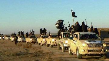 Колонна автомобилей с боевиками Исламского государства на пути из Сирии в Ирак