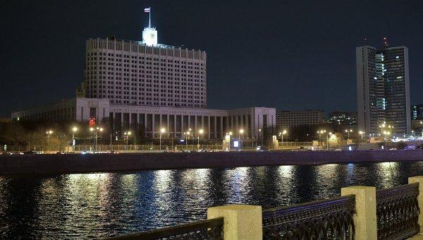 Здание Дома правительства Российской Федерации после отключения подсветки в рамках экологической акции Час Земли в Москве. Архивное фото
