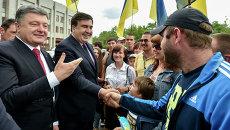 Президент Украины Петр Порошенко и глава Одесской области Михаил Саакашвили. Архивное фото