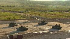 Вальсирующие танки и высший пилотаж от Русских Витязей на форуме Армия-2015