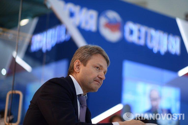 Министр сельского хозяйства РФ Александр Ткачев на стенде МИА Россия сегодня на XIX Петербургском международном экономическом форуме