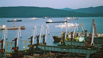 Вид на бухту Золотой Рог и Владивостокский порт. Архивное фото
