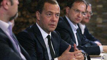 Встреча премьер-министра РФ Д.Медведева с создателями и участниками съемочных групп фильмов Территория и Битва за Севастополь
