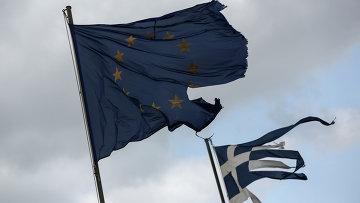 Флаги Евросоюза и Греции а Анависсосе, Греция