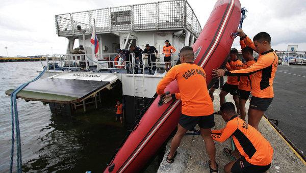 Сотрудники береговой охраны в Маниле, Архивное фото