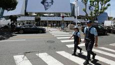 Полиция во время дежурства возле дворца фестивалей и конгрессов в Каннах, Франция. Архивное фото