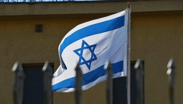 Флаг на территории посольства Израиля в Москве. Архивное фото