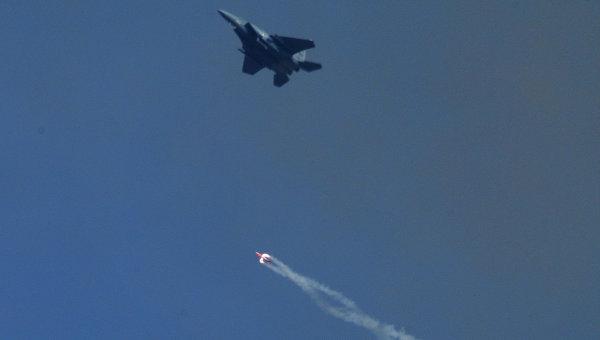 Сброс бомбы B61-12 без заряда с истребителя F-15E на полигоне Тонопа в штате Невада, США
