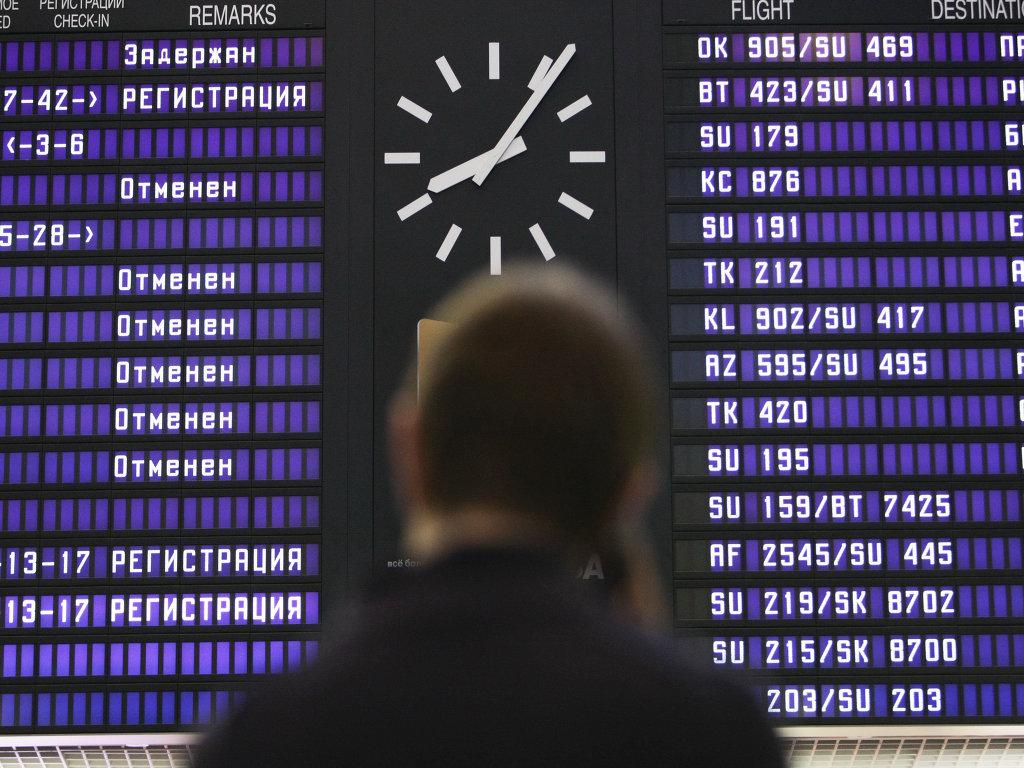 Пассажиры отмененных рейсов в аэропорту Шереметьево. Архивное фото