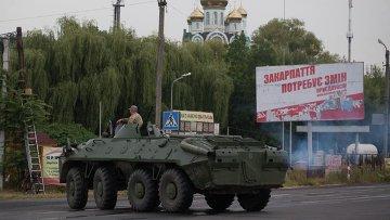 Украинские военные контролируют дорогу возле Мукачево. Архивное фото.