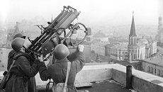 Советские зенитчики на крыше гостиницы Москва. Архив