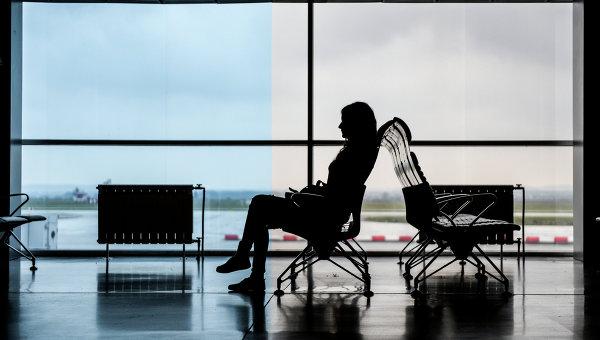 Пассажир в аэропорту . Архивное фото