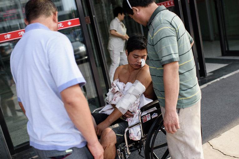 Пострадавший в результате взрывов на складе опасных веществ в промышленном городе Тяньцзинь в Китае