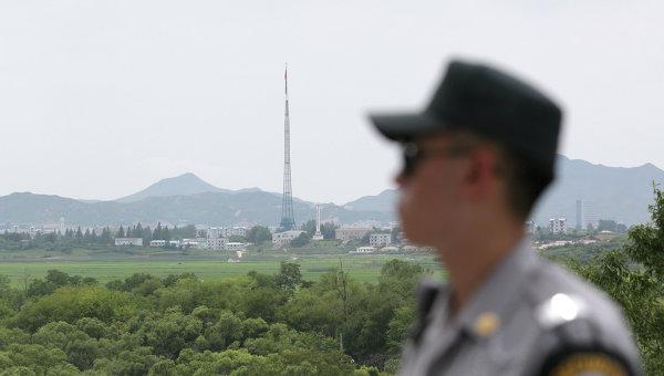 Южнокорейский солдат возле границы между Северной и Южной Кореей