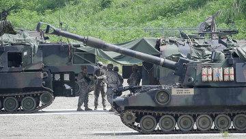 Солдаты армии США во время военных учений к югу от демилитаризованной зоны, разделяющей Северную и Южную Корею. Архивное фото