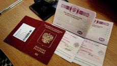 Оформление и выдача биометрических заграничных паспортов. Архивное фото