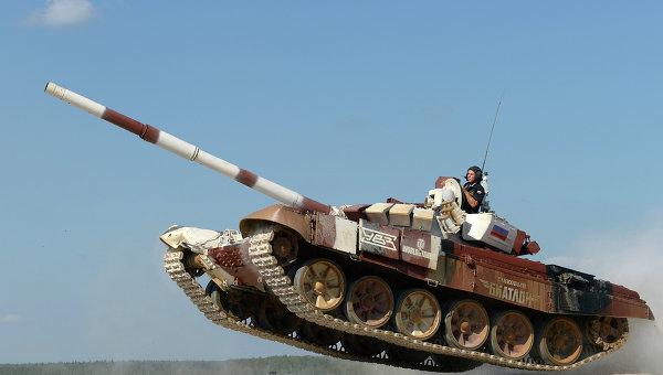 Экипаж из России на танке Т-72Б. Архивное фото