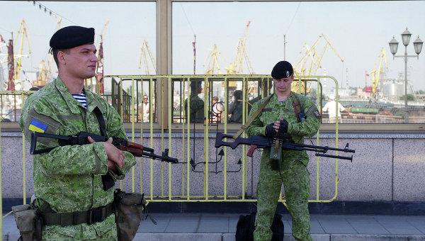 Украинские военные в порту Одессы. Архивное фото