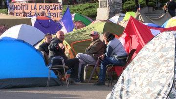 Митингующие в Кишиневе готовили еду и ютились в палатках у здания правительства