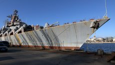 Ракетный крейсер Украина на Николаевском судостроительном заводе на Украине. Архивное фото