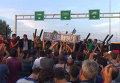 """Беженцы стучали в стену на границе Венгрии и кричали: """"Меркель, спаси нас!"""""""