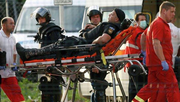 Полицейский, пострадавший во время стычки с мигрантами на границе Венгрии и Сербии. 16 сентября 2015