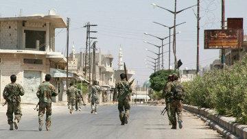 Солдаты сирийской армии в одной из деревень провинции Хама, Сирия. Архивное фото.