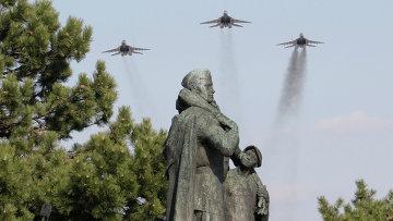 Торжества, посвященные 65-летию освобождения Словакии Красной Армией, у мемориала советским воинам-освободителям в Братиславе