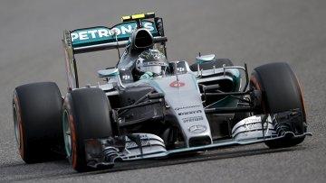 Немецкий пилот Мерседеса Нико Росберг стал лучшим в квалификации на Гран-при Японии, 26 сентября 2015