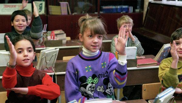 Ученики одной из московских средних школ. Архивное фото