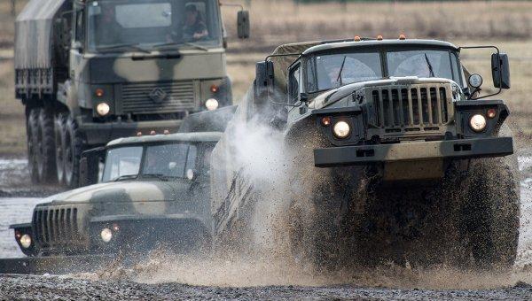 Автомобили Урал (на первом плане), архивное фото