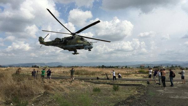 Российский ударный вертолет МИ-24 вылетает на боевое задание с аэродрома Хмеймим, Сирия. Архивное фото