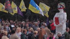 Митинги в Киеве: фотографии пленных солдат и флаги финансового Майдана