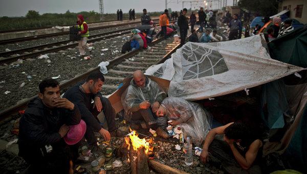 Мигранты из Ирака на вокзале в городе Товарник, Хорватия. Архивное фото