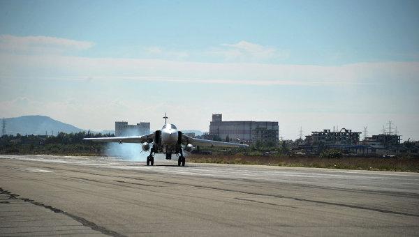 Российский самолет садится на авиабазе Хмеймим
