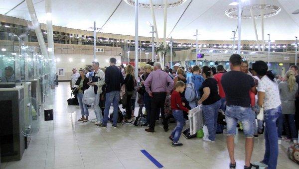 Туристы в аэропорту Шарм-эш-Шейха. Архивное фото