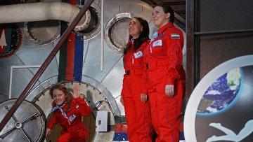 Участницы эксперимента по имитации облета Луны женским экипажем Луна-2015, после завершения эксперимента. Архивное фото