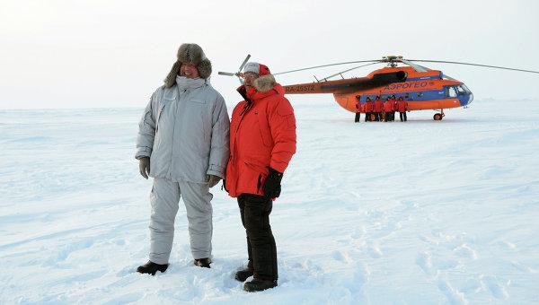 Дмитрий Рогозин и Алексей Улюкаев на открытии российской дрейфующей станции Северный полюс-2015