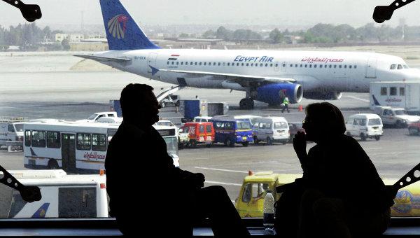 Пассажиры в аэропорту Каира, Египет. Архивное фото