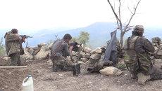 Сирийские солдаты из пулемета обстреляли позиции боевиков с занятой высоты