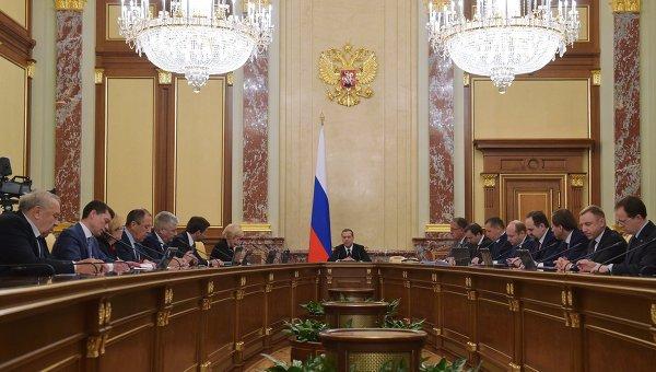 Председатель правительства РФ Дмитрий Медведев проводит совещание с членами кабинета министров РФ в Доме правительства РФ. 12 ноября 2015. Архивное фото