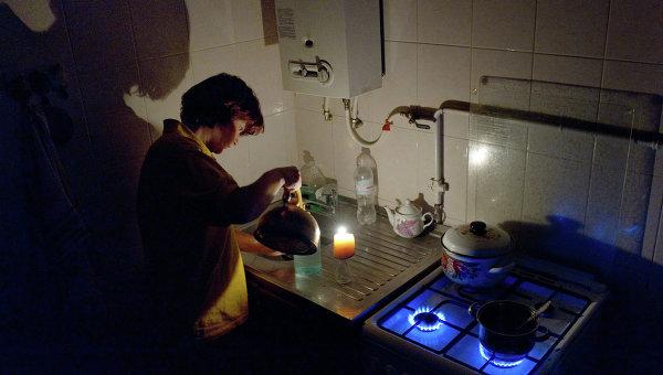 Женщина на кухне в своем доме в Симферополе. Архивное фото