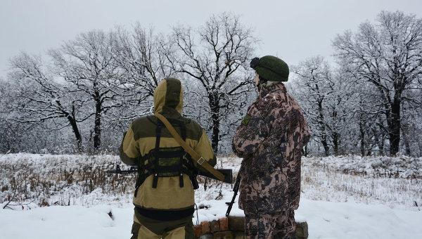 Военнослужащие Народной милиции ЛНР (бригада Призрак) на позициях в поселке Донецкий на линии соприкосновения. Архивное фото
